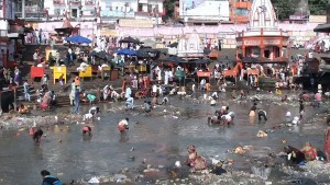 The_Ganga_Canal_Dried_for_Cleaning_the_River_Bed-1200x675