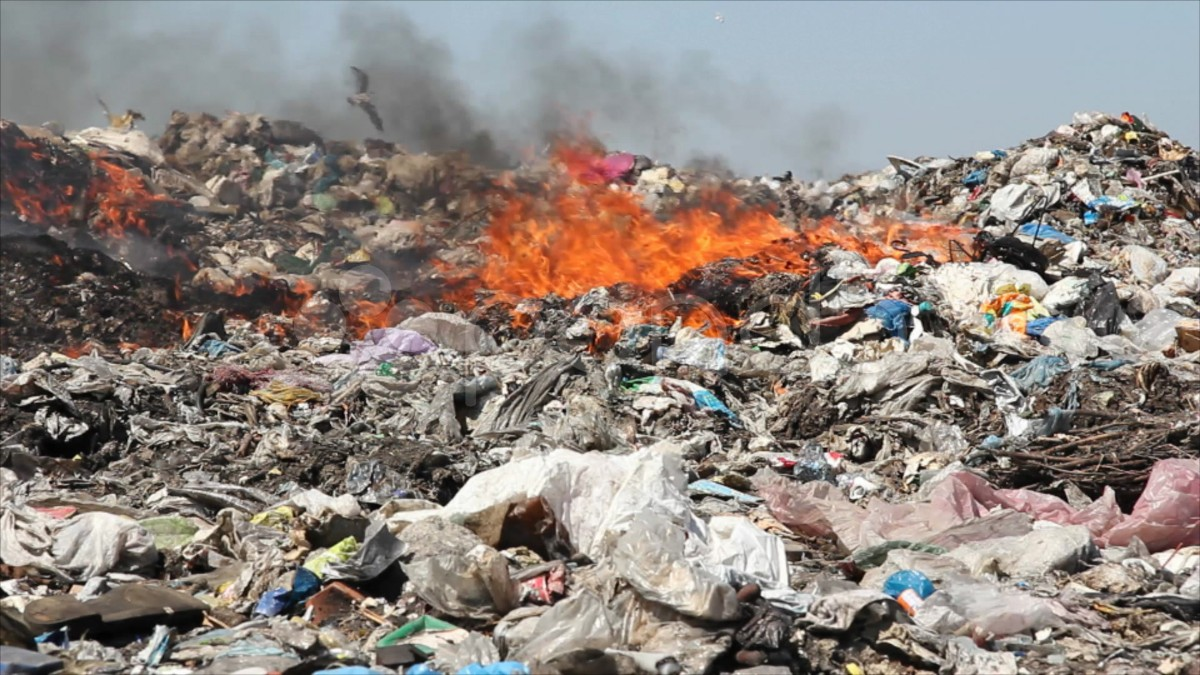 burning-garbage-dump-pollution-Throwing-Gurugram-MCG