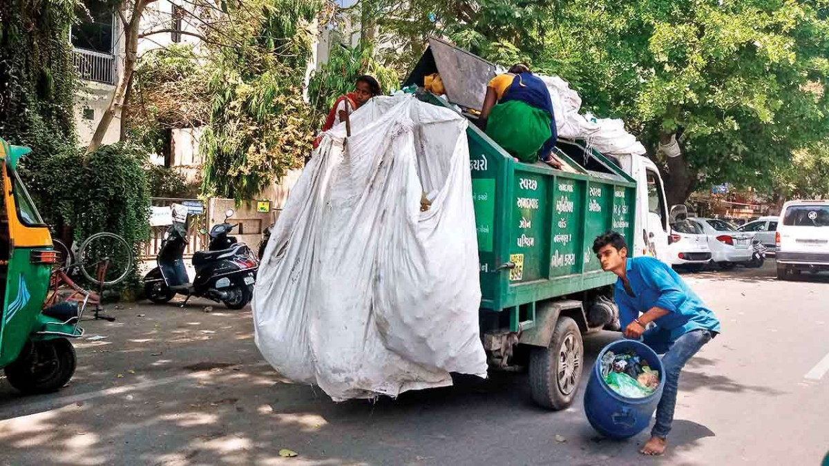 AMC faces difficulties in door-to-door garbage collection