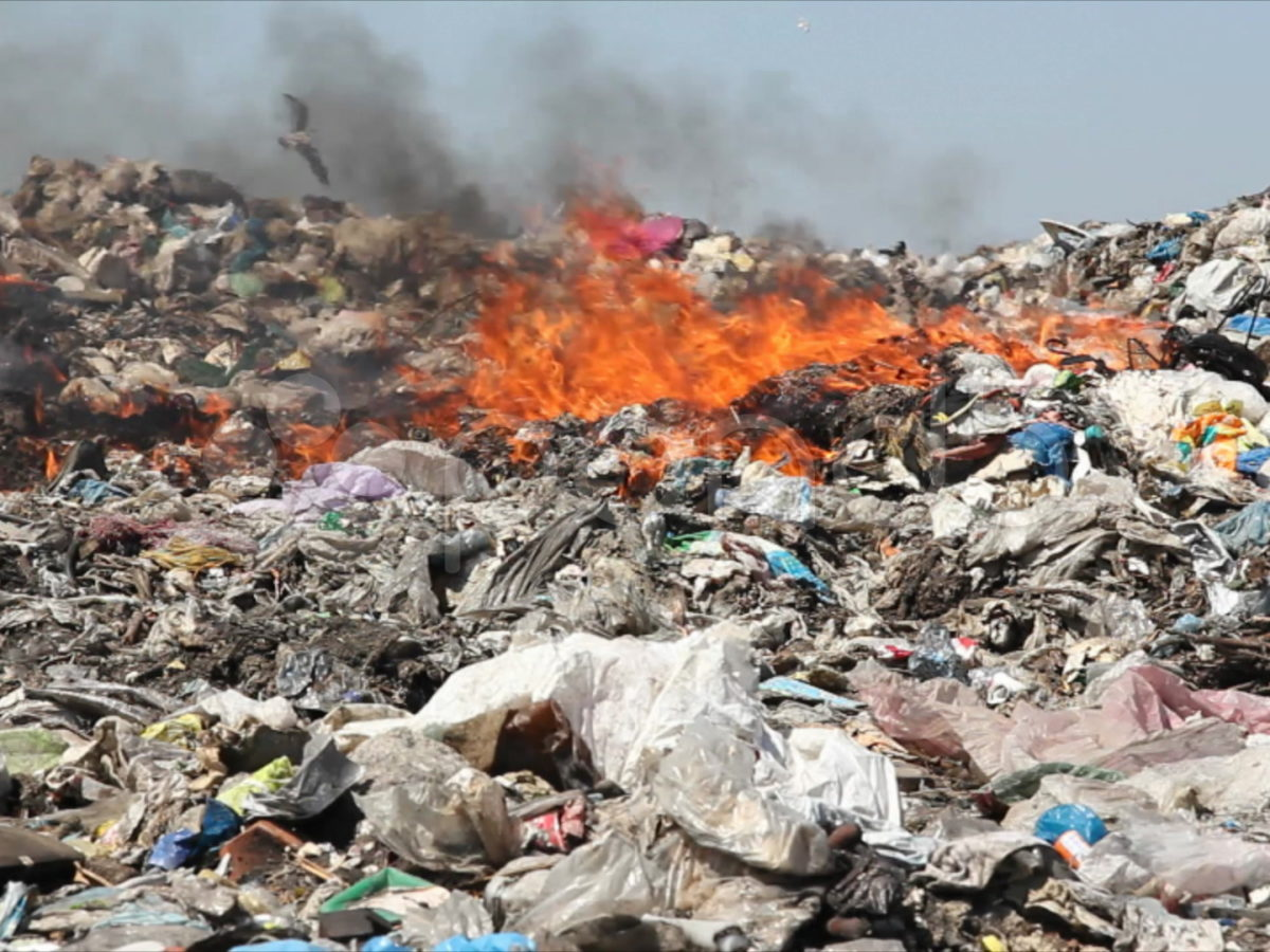 NGT-NDMC-Delhi-Govt-burning-garbage-dump-pollution-footage-008551367_prevstill