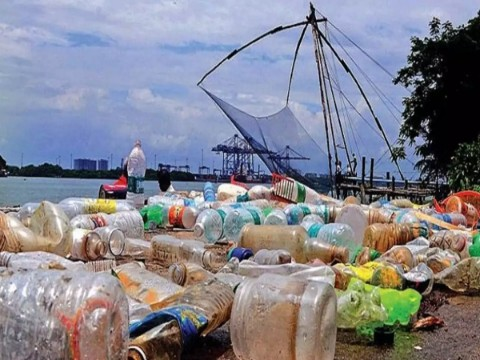 Collector of Kochi imposes plastic ban