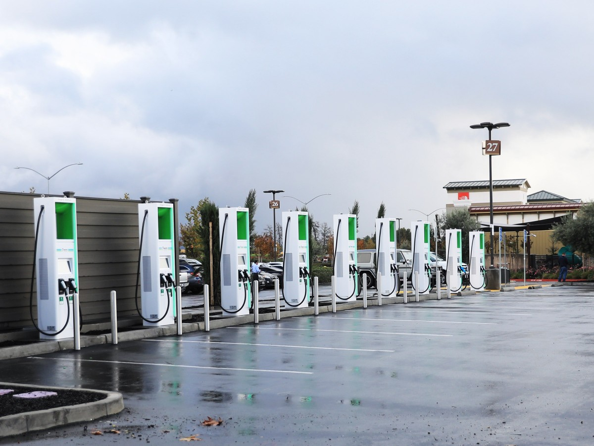 Bescom to install EV charging stations