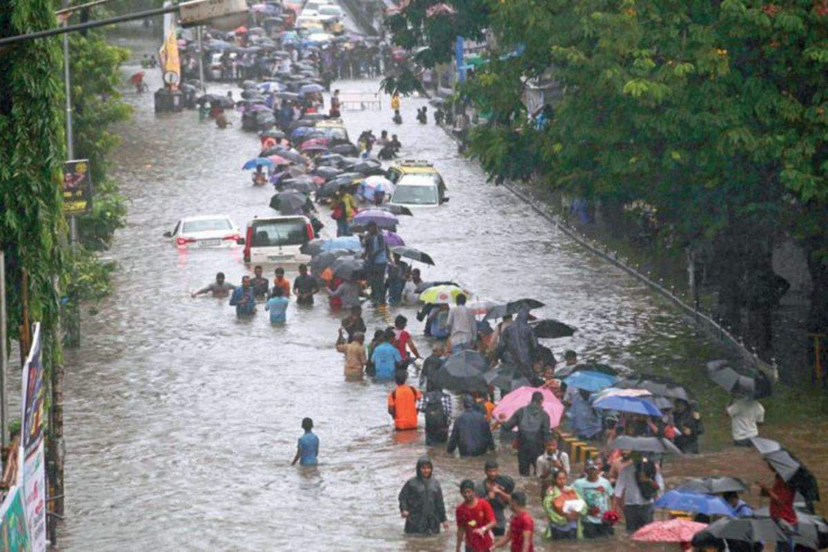 Mumbai halts due to heavy rains
