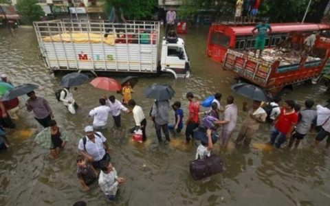 Maharashtra floods cause Rs 200 crore loss to transport industry
