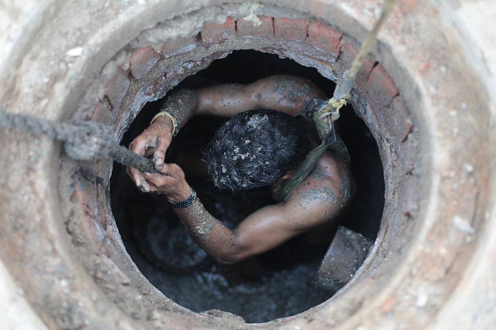 SC questions Centre on deaths due to manual scavenging