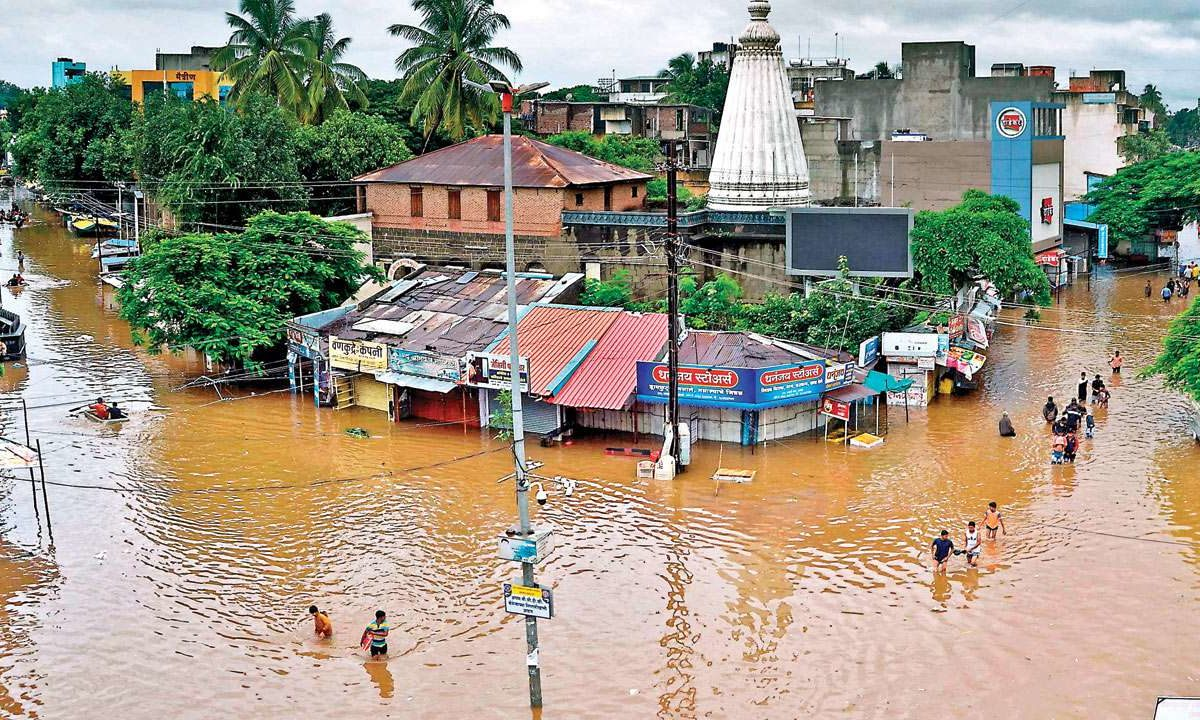 Flood affects 2 lakh people, disturbs electricity, water supply in Kolhapur