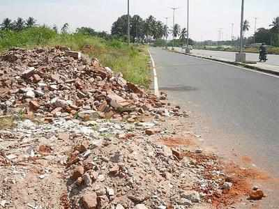 MCD collects fines of Rs 22000 for dumping debris on roads