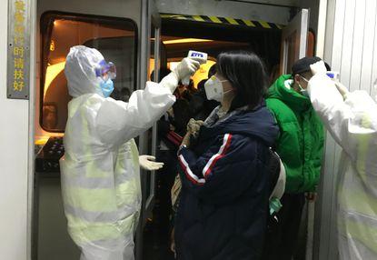 China suspends public transport in Coronavirus epicenter Wuhan