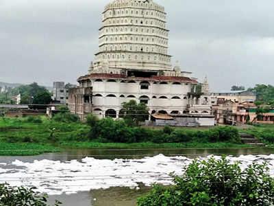 Toxic foam engulfs Indrayani River in Pune