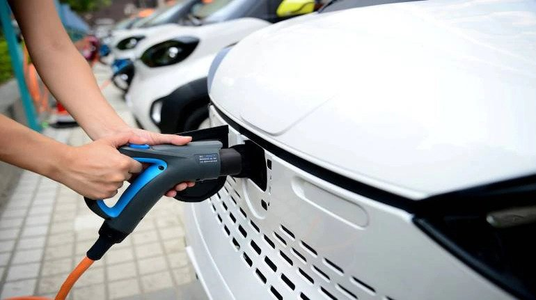 EESL, NDMC sets up New Delhi's first EV charging plaza