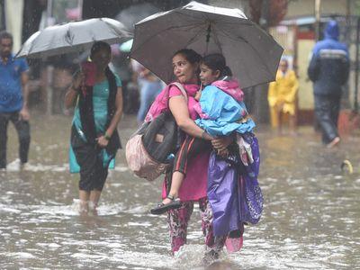 Heavy rains lash Mumbai bring it to a grinding halt