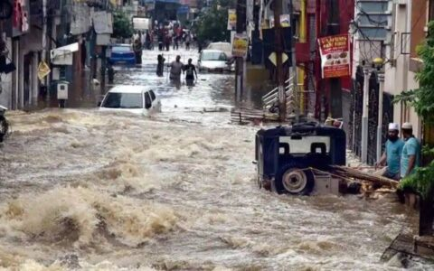 Heavy rains wreak havoc in Telangana, Andhra Pradesh & Karnataka