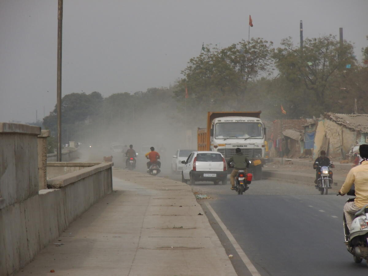 Dust control measures to be adopted for reducing Delhi's air pollution