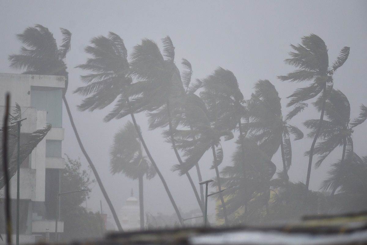 Nivar cyclone closing in on Tamil Nadu and Puducherry