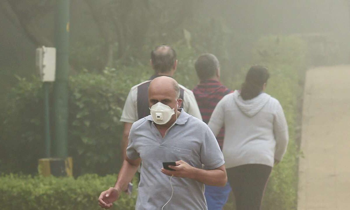 Stubble burning further deteriorates Delhi's AQI