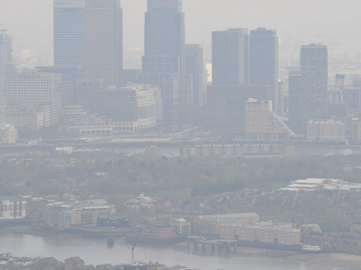 Underprivileged people exposed to high pollution in urban Canada